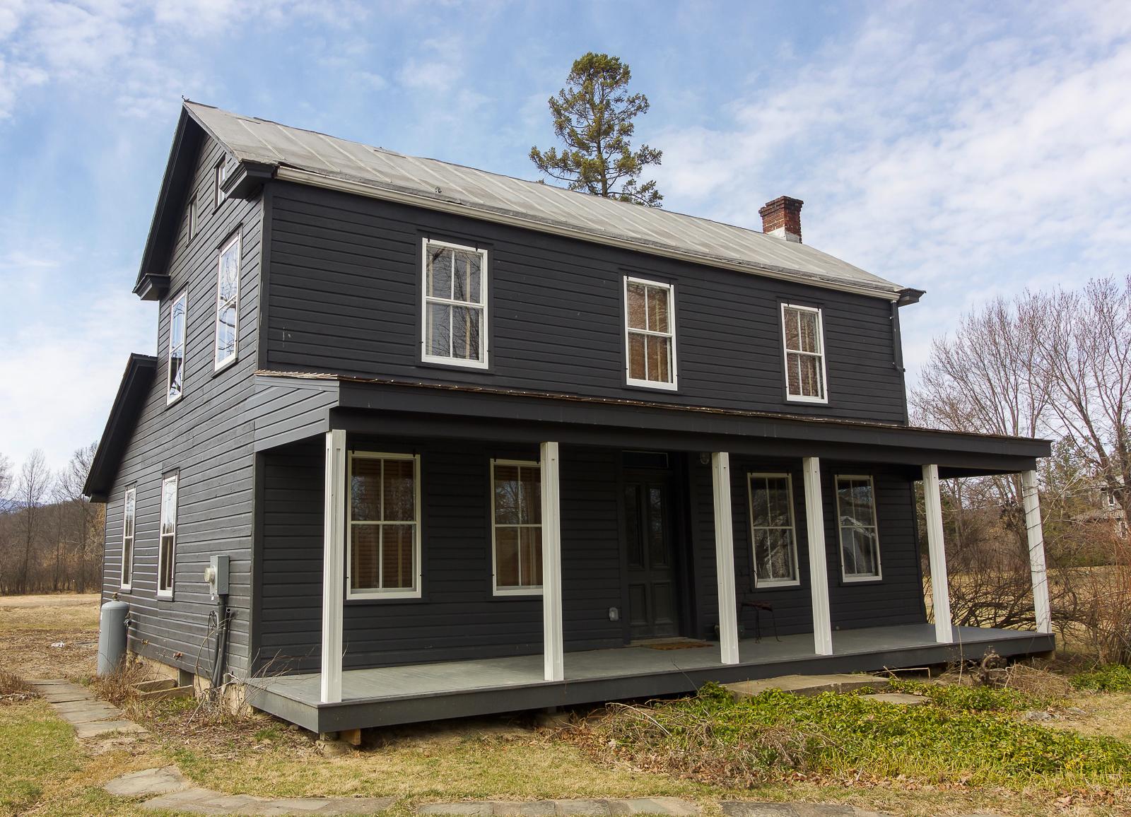 Restored 1817 Tivoli Farmhouse