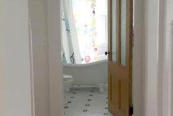 106-Main-second-floor-bath