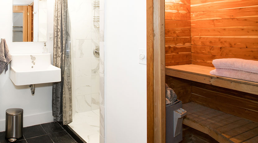 516-Hover-Ave-Bath_Sauna