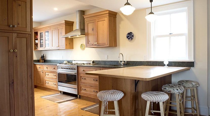 Viewmont-kitchen-dining