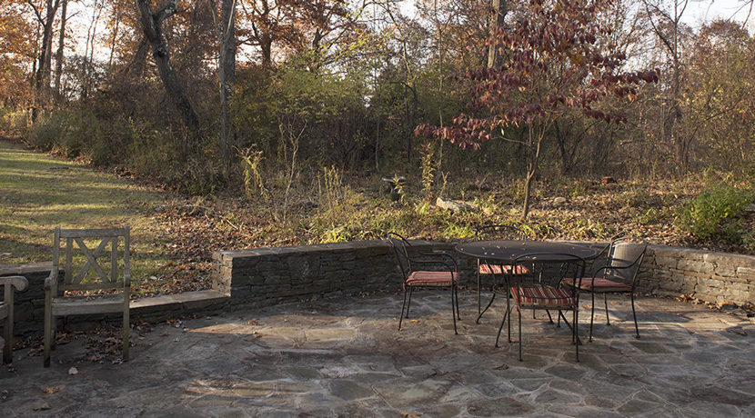 Viewmont-patio-table