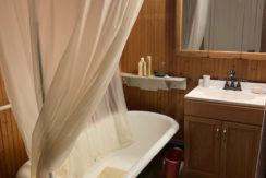 641 CR 8 Bath clawfoot tub