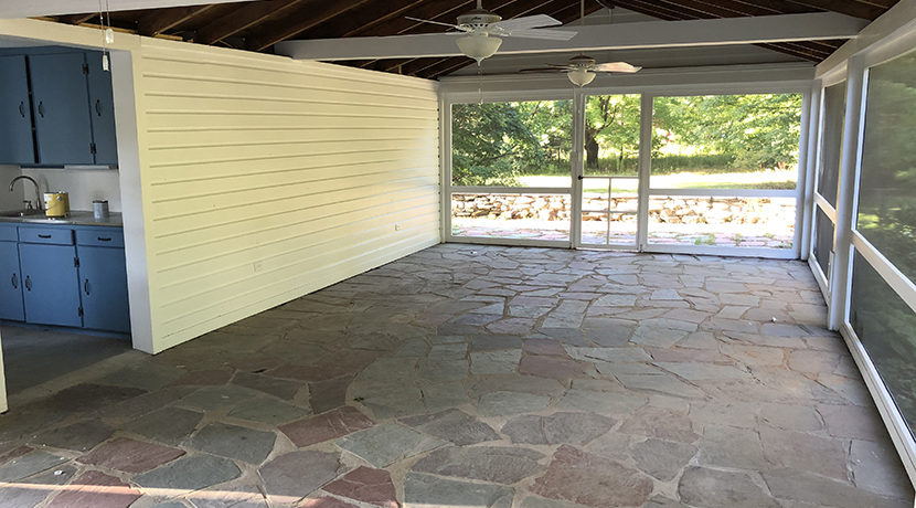 Belll Claverack screen porch_wet bar