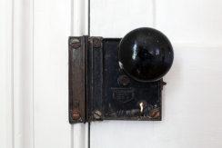 detail_door knob