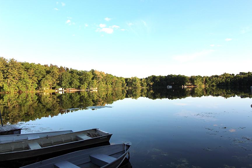 lake w boats